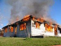 płonący budynek